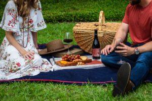 Man woman picnic date - keep a first date conversation going
